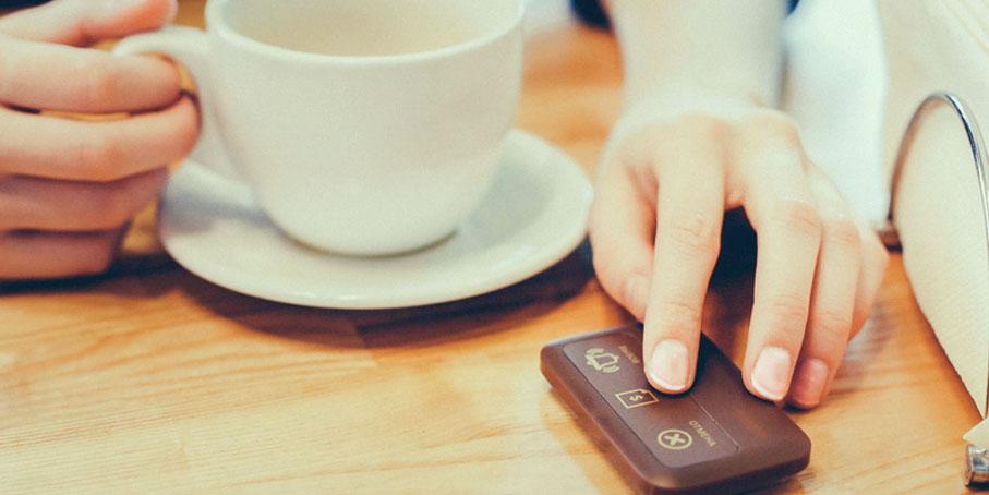 """Для удобства вызова официанта на автоматизированном объекте общественного питания, принято использовать специальные кнопки вызова официантов. Вызов от кнопки принимается на специальное табло, брелок или """"часы"""" официанта."""