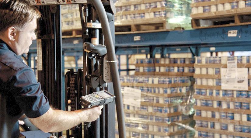 Мобильная версия программы 1С торговля и склад позволяет сделать работу на складе точнее, быстрее и значительно эффективней. Точность работы повышается за счет использования штрих кодов и поэтапного выполнения бизнес процесса.