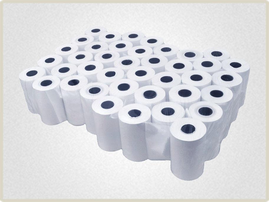 Чековая лента 57*30 поставляется упаковками по несколько роликов обтянутыми пленкой.