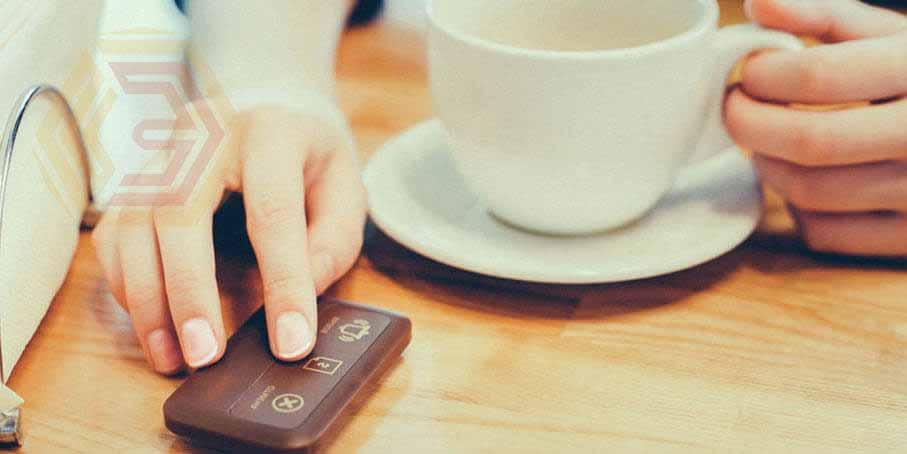 """Для удобства на автоматизированном объекте общественного питания принято использовать специальные кнопки вызова обслуживающего персонала. Вызов принимается на предназначенное для этого табло, брелок, а также """"часы"""" официанта."""